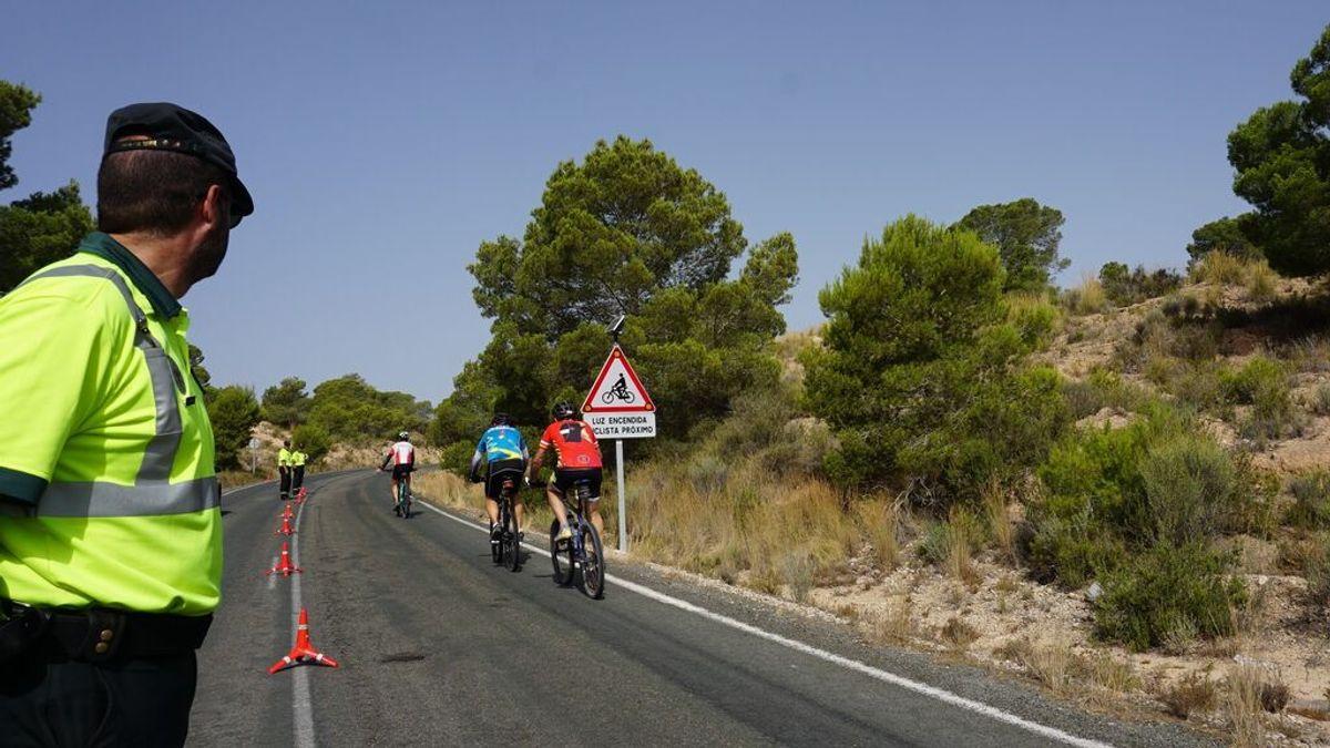 La nueva norma de la DGT para adelantar a los ciclistas en carretera y evitar ser multados