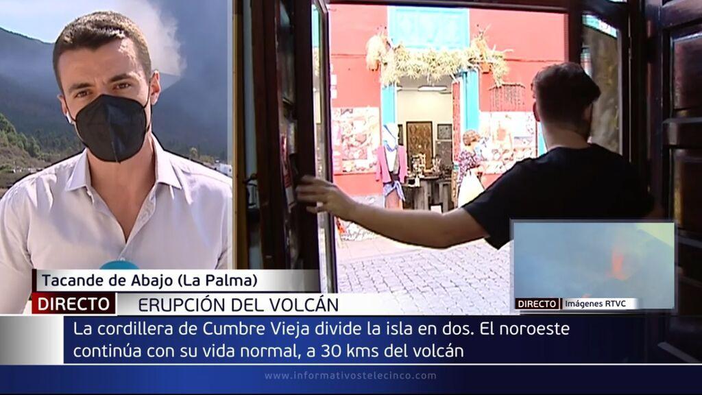 Las dos caras de La Palma: a un lado, la destrucción del volcán, y a otro, la aparente normalidad