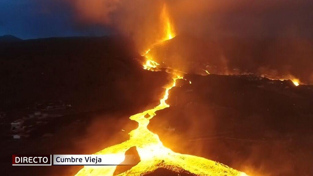 Tres semanas después, impresiona el rugido del volcán de La Palma