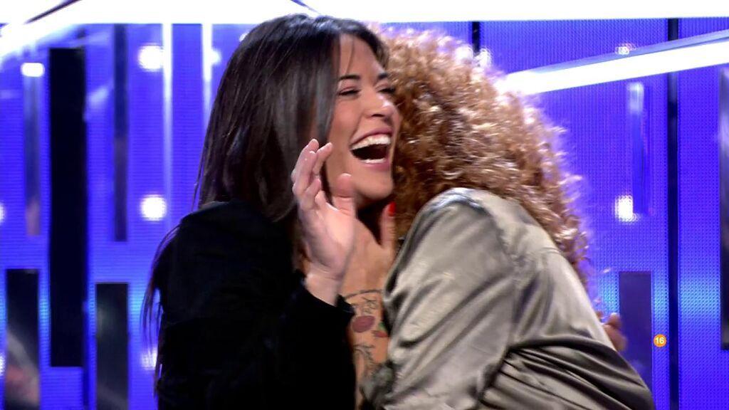 Fiama y Sofía Cristo, risas después del beso