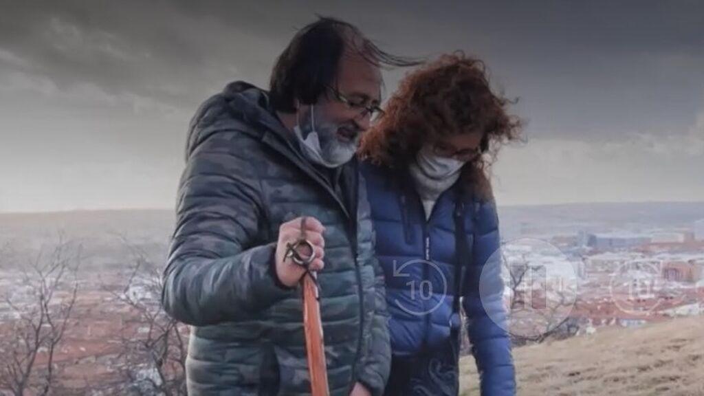 Luis Miguel Domínguez, caminando con su mujer, Mónica