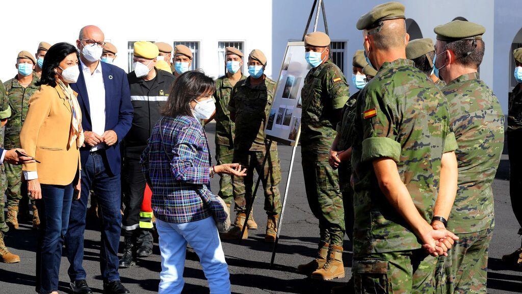 """Margarita Robles garantiza que la UME y las Fuerzas Armadas seguirán en La Palma """"hasta el último minuto"""""""