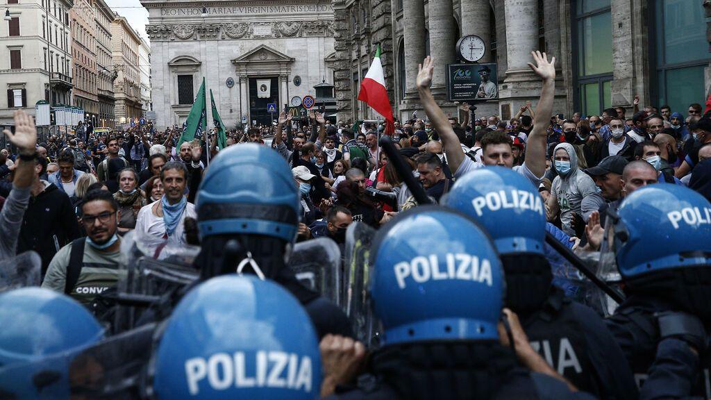 Ultraderechistas asaltan la sede del principal sindicato de Italia durante una manifestación en Roma