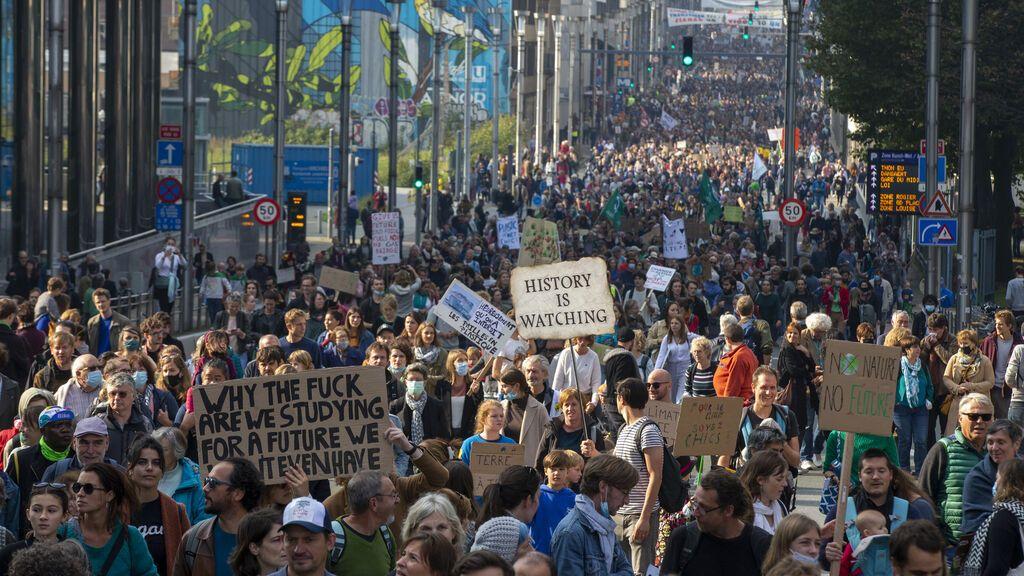 Miles de personas exigen en Bruselas nuevas medidas contra el cambio climático