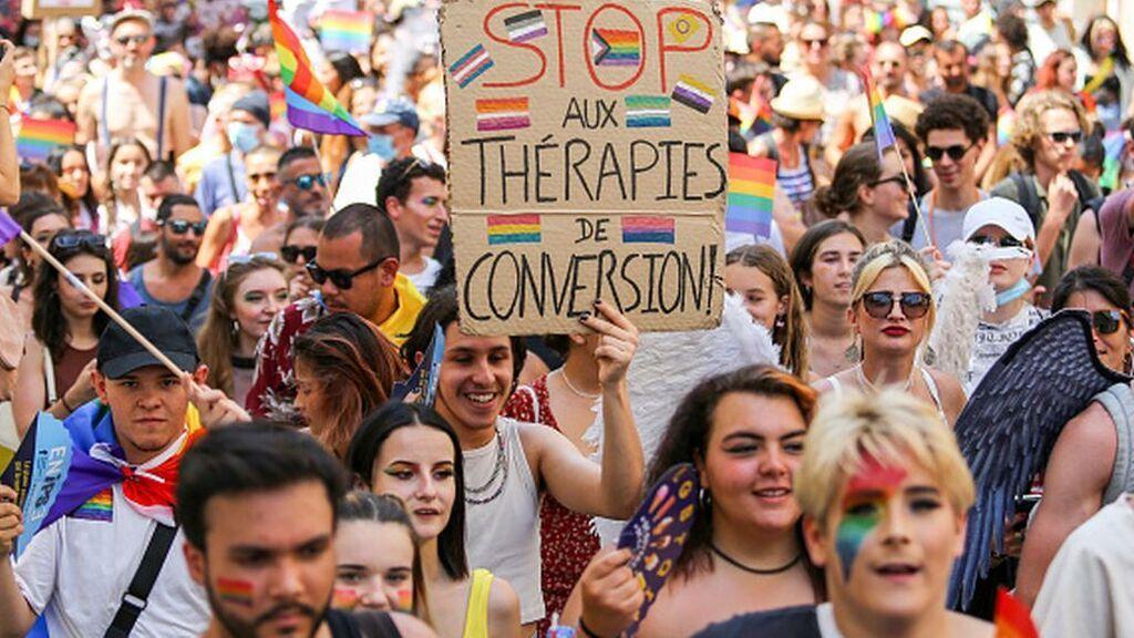 """Francia prohíbe las pseudoterapias para """"curar"""" la homosexualidad"""