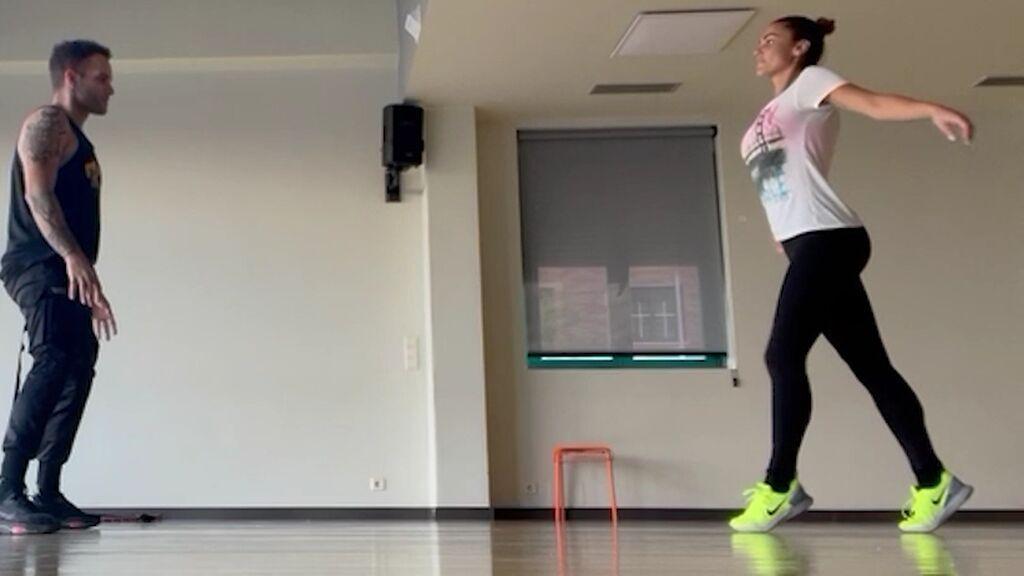 Lara Álvarez se convierte en bailarina ensayando la coreografía de 'Dirty Dancing'