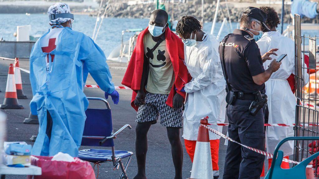 Salvamento Marítimo rescata a 80 inmigrantes a la deriva cerca de las costas canarias