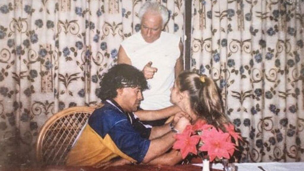 Maradona  tuvo una relación con Mavys Álvarez de 2000 a 2005.