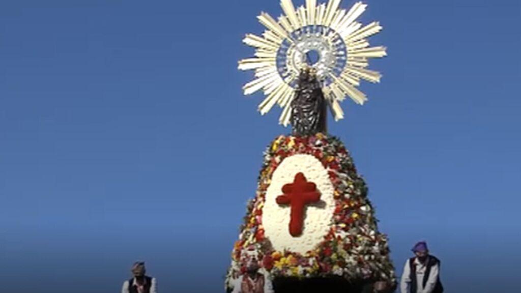 La virgen de El Pilar ya luce su manto de flores