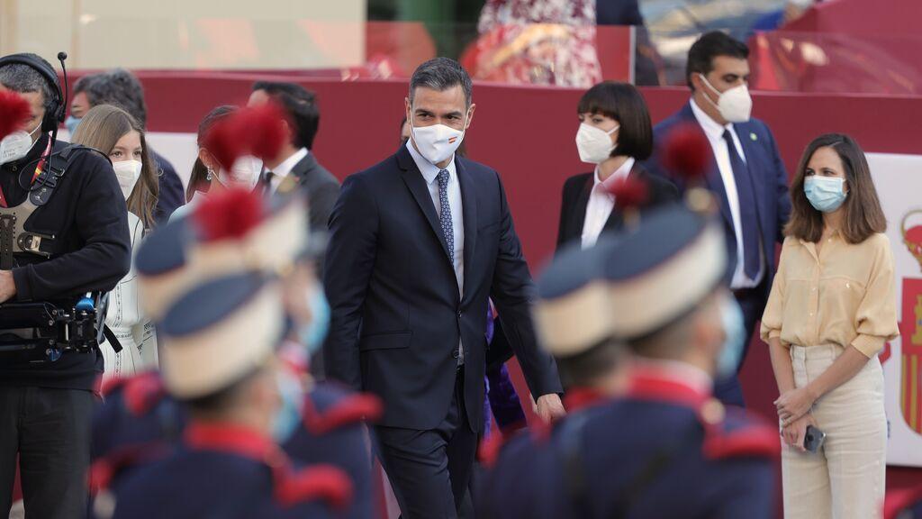 Última hora |Termina el desfile y se vuelven a oir gritos contra Sánchez