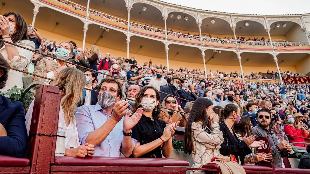 Ayuso y Almeida, en la corrida de toros de La Ventas para celebrar el Día de la Hispanidad