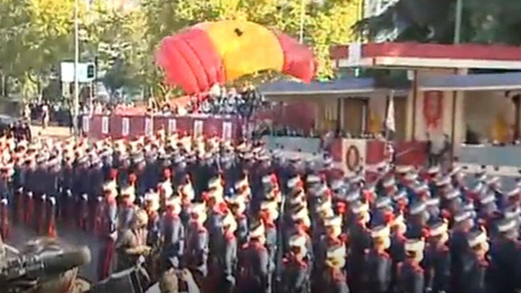 Aterrizaje perfecto de los brigadistas y la bandera española
