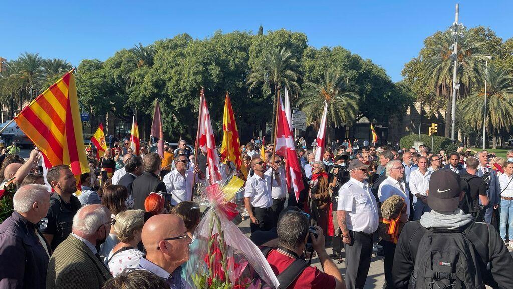 Vox inicia los festejos del Día de la Hispanidad ante la estatua de colón de Barcelona