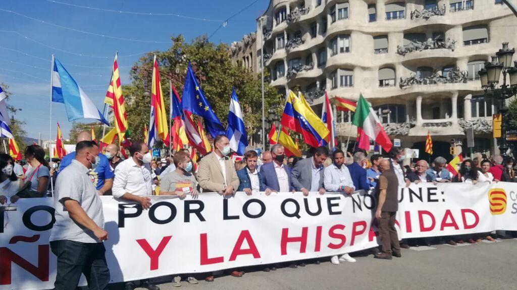 12 de Octubre tranquilo en Barcelona: 2.000 unionistas en Paseo de Gracia y 400 antifascistas vigilados por los mossos