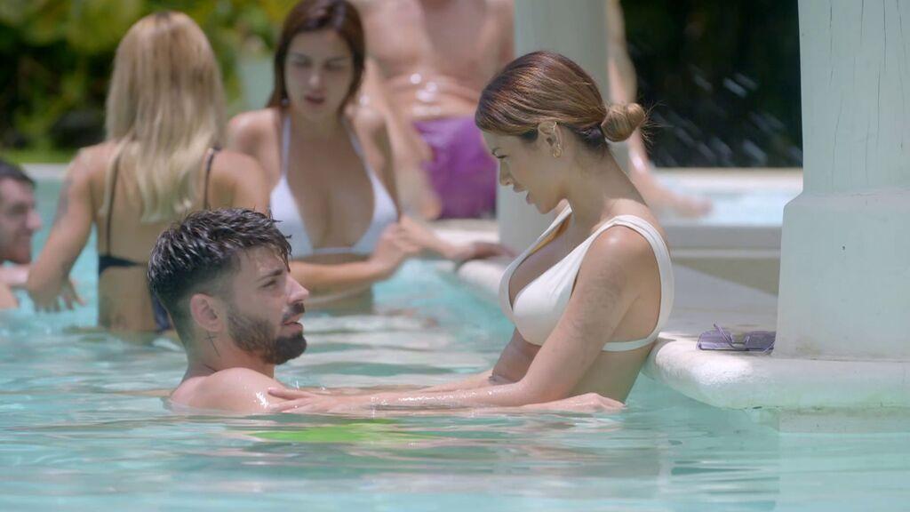 Las confesiones de Isaac y Bela en la piscina