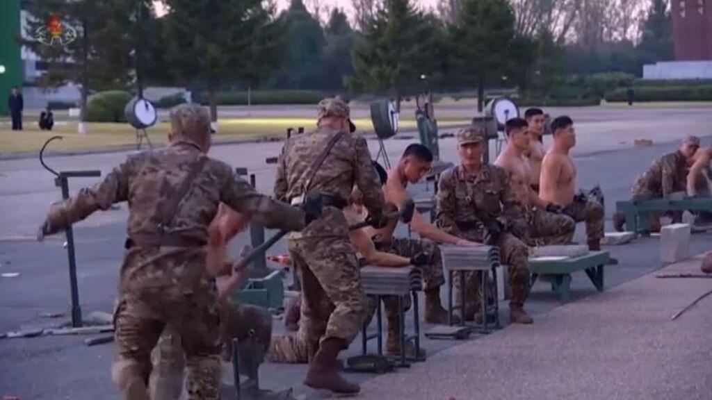El ejército de supersoldados norcoreanos haciendo una exhibición