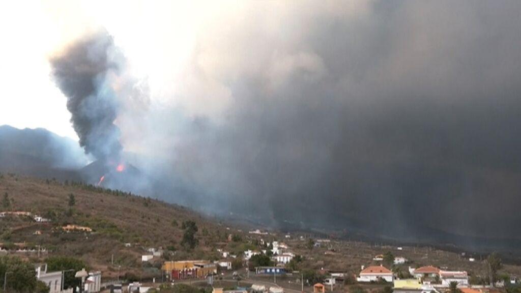 El volcán de La Palma aumenta su explosividad: los expertos no contemplan un final cercano