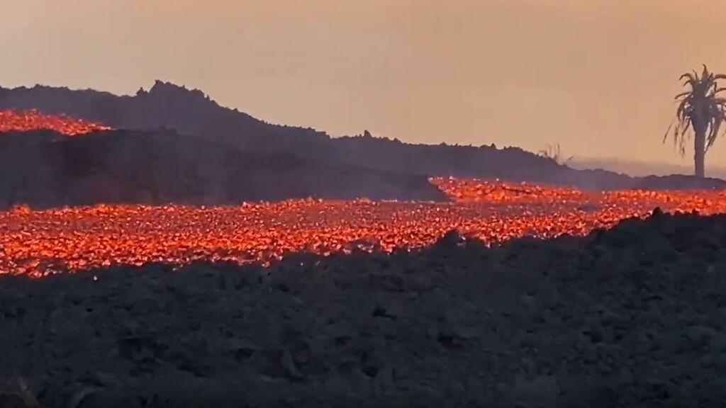 Destructivo avance de la colada norte del volcán de La Palma