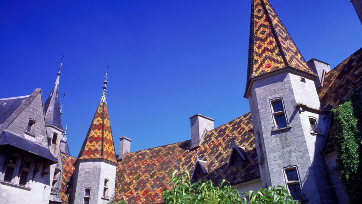La Borgoña francesa, contra la venta del castillo La Rochepot, propiedad de un ucraniano acusado de blanqueo