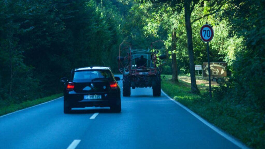 El lío de poder o no subir en 20 km/h al adelantar: ¿Qué dice de verdad la DGT?