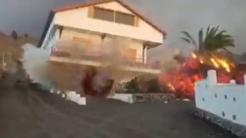 El derrumbe de una casa en La Palma a consecuencia de la lava del volcán