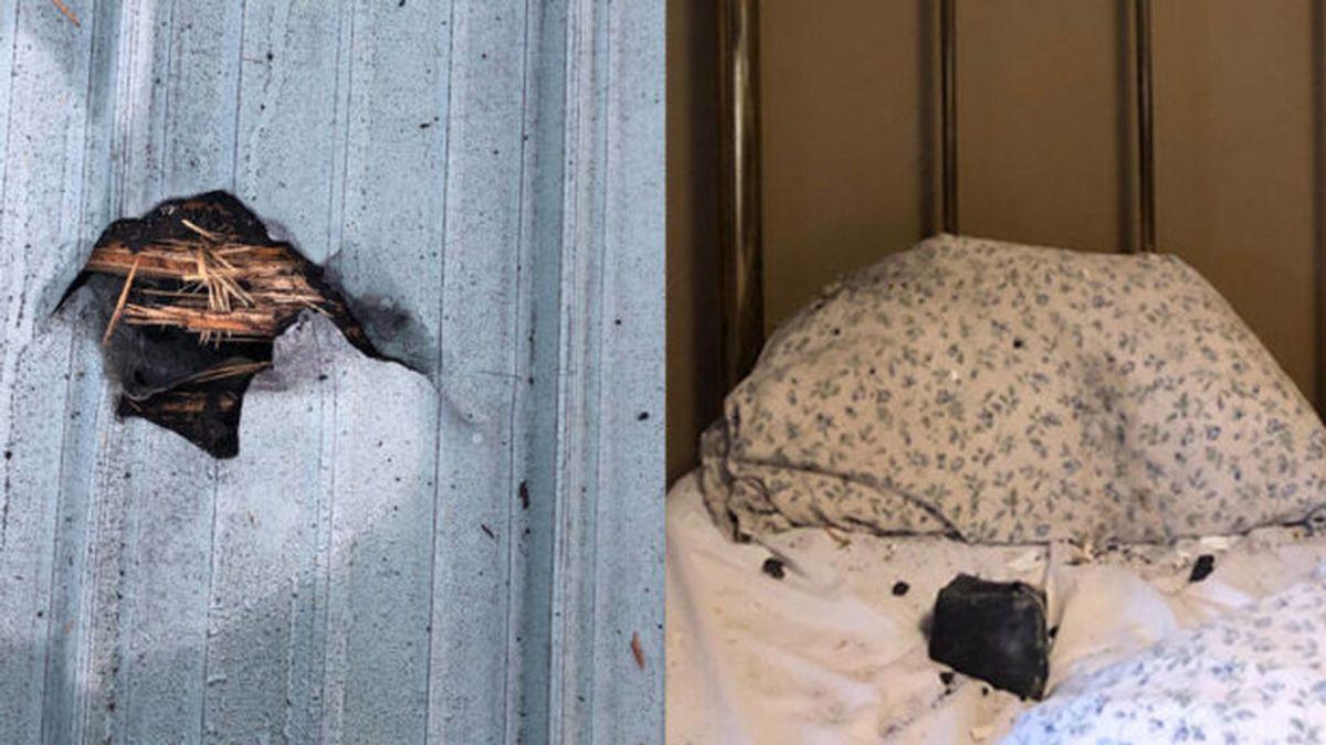Despierta en medio de un fuerte estruendo y descubre un meteorito en su almohada