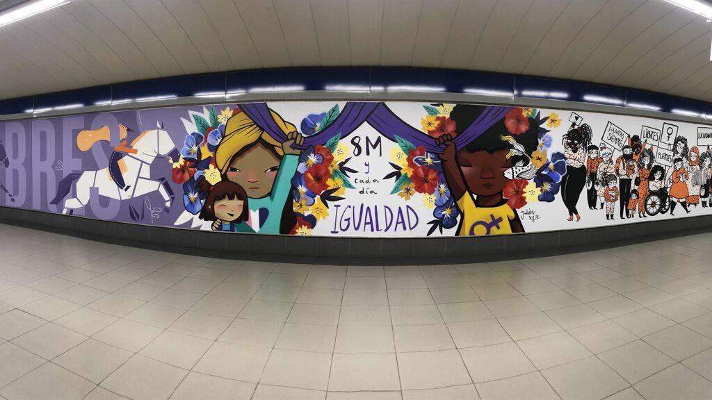 Retiran el mural feminista de una estación de Metro de Madrid tras ser vandalizado