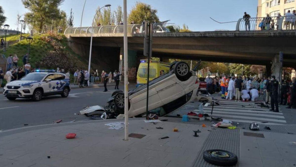 Espectacular accidente en A Coruña: un coche cae desde un puente tras chocar con otro vehículo