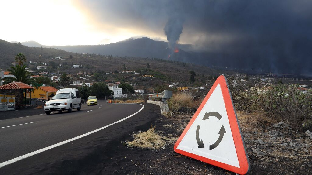 Aumentan los desalojos por el avance de la lava en La Palma: 800 más en La Laguna y casi 7.000 en total