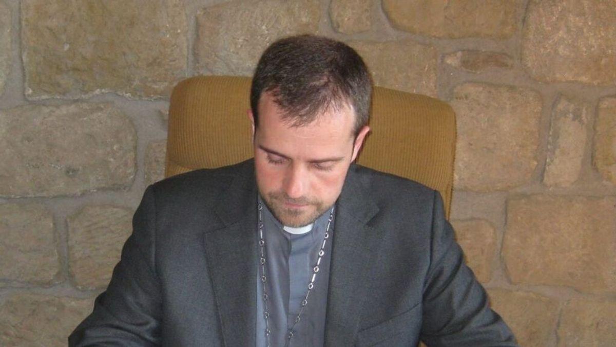 El exobispo exorcista de Solsona pide permiso para casarse por lo civil con su novia