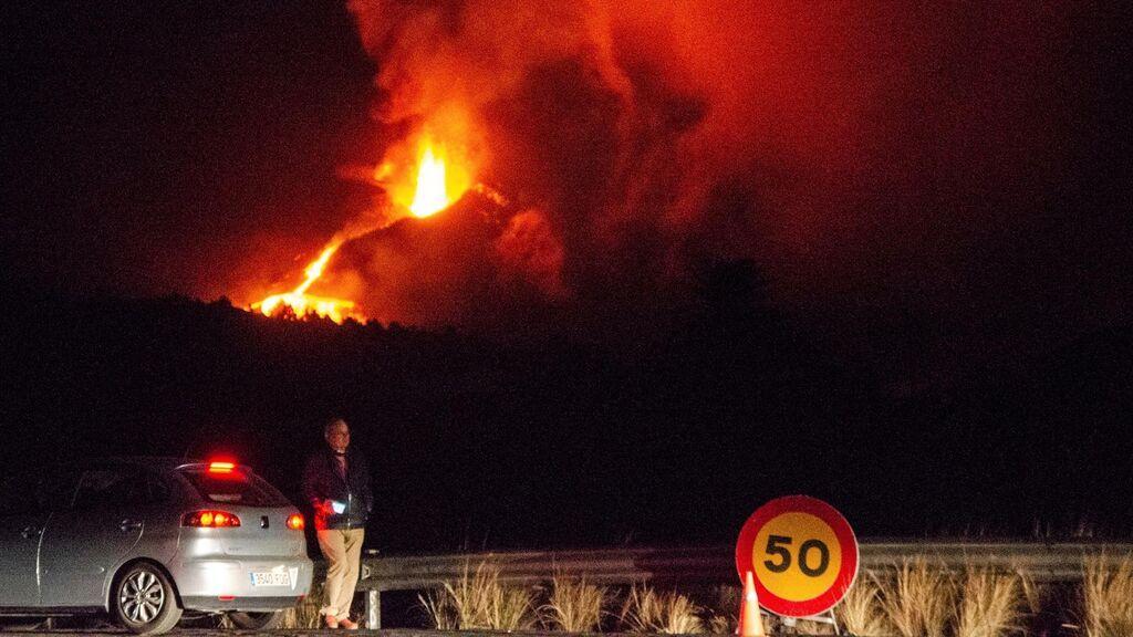 Nuevas evacuaciones de noche en La Palma ante la proximidad de la lava