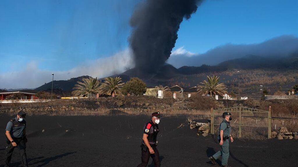 """La Palma afronta sus peores horas en la calidad del aire: """"La mezcla de calima y ceniza que se avecina es fatal"""""""
