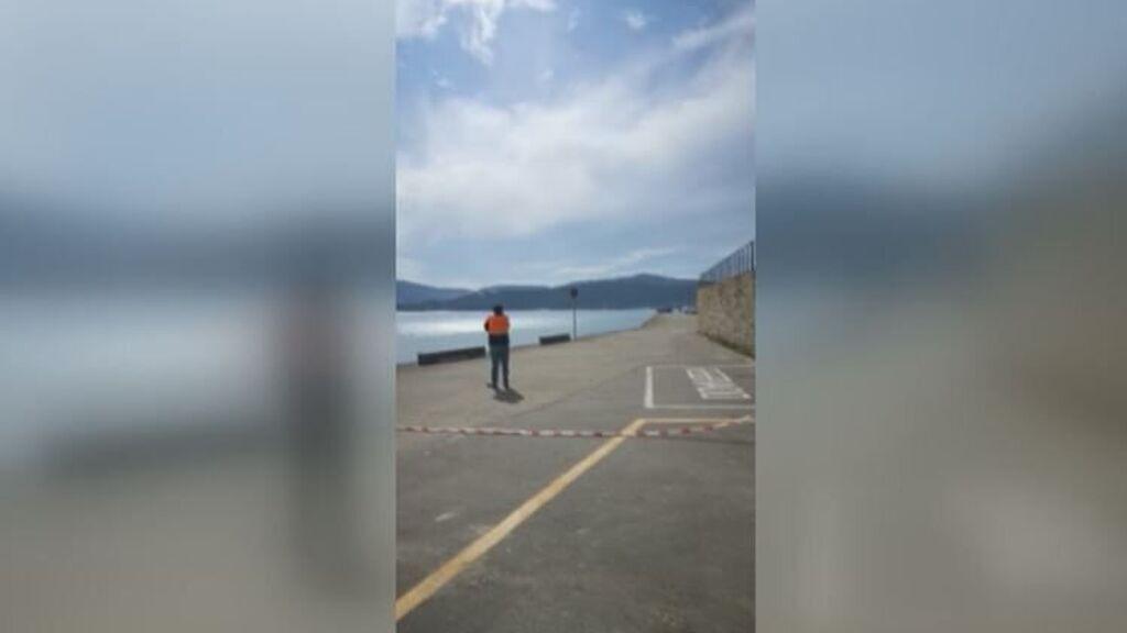 Encuentran el cadáver de un hombre en un coche sumergido en Ponteceso