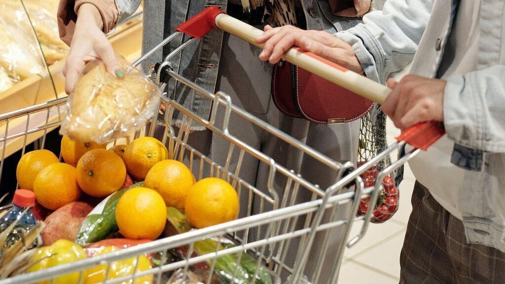 Más de 1000 euros de ahorro: cuáles son los supermercados más caros y baratos