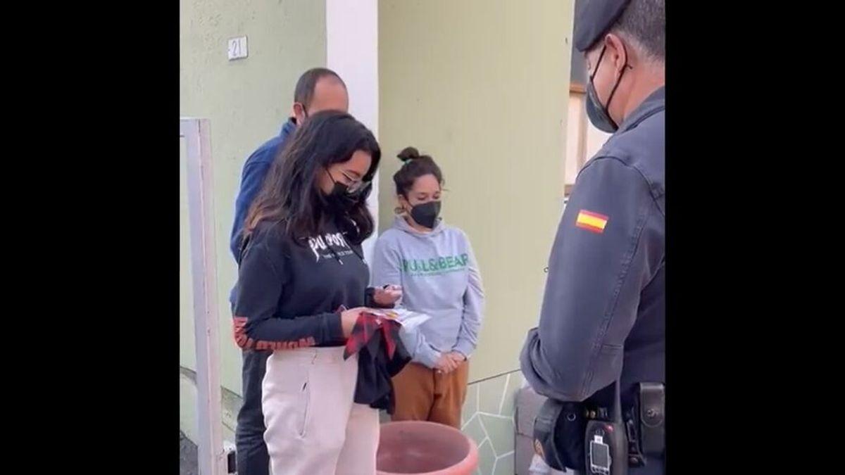 El detalle de la Guardia Civil con la adolescente de La Palma que lo ha perdido todo