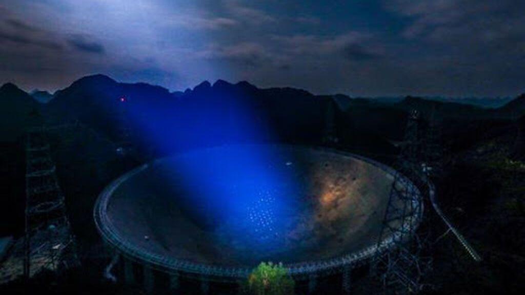 El radiotelescopio más grande del mundo ha detectado 1.600 ráfagas de radio rápidas en 47 días