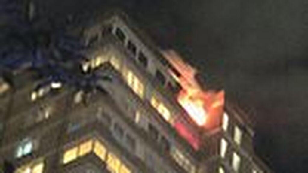Un niño provoca una explosión en su casa de Londres: se echó desodorante junto a una vela