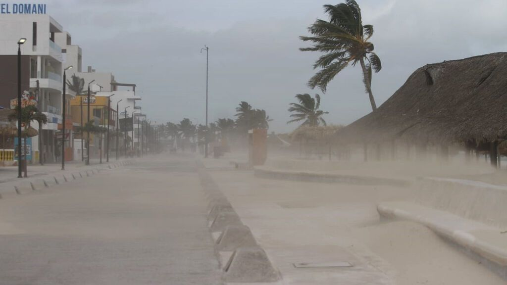 EuropaPress_3889896_19_august_2021_mexico_yucatan_winds_accelerated_by_hurricane_grace_blow
