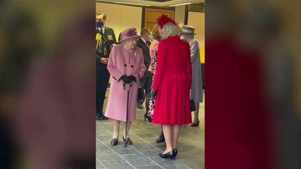 """Un micro capta a la reina Isabel II """"irritada"""" con los lideres que no hacen nada contra el cambio climático"""