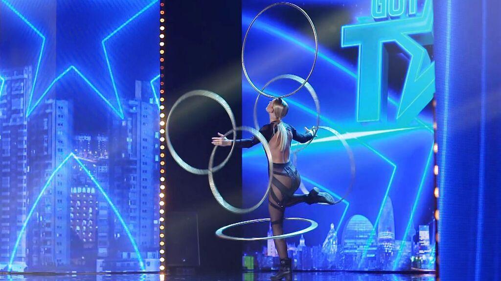El show con hula hoop de Alexandra
