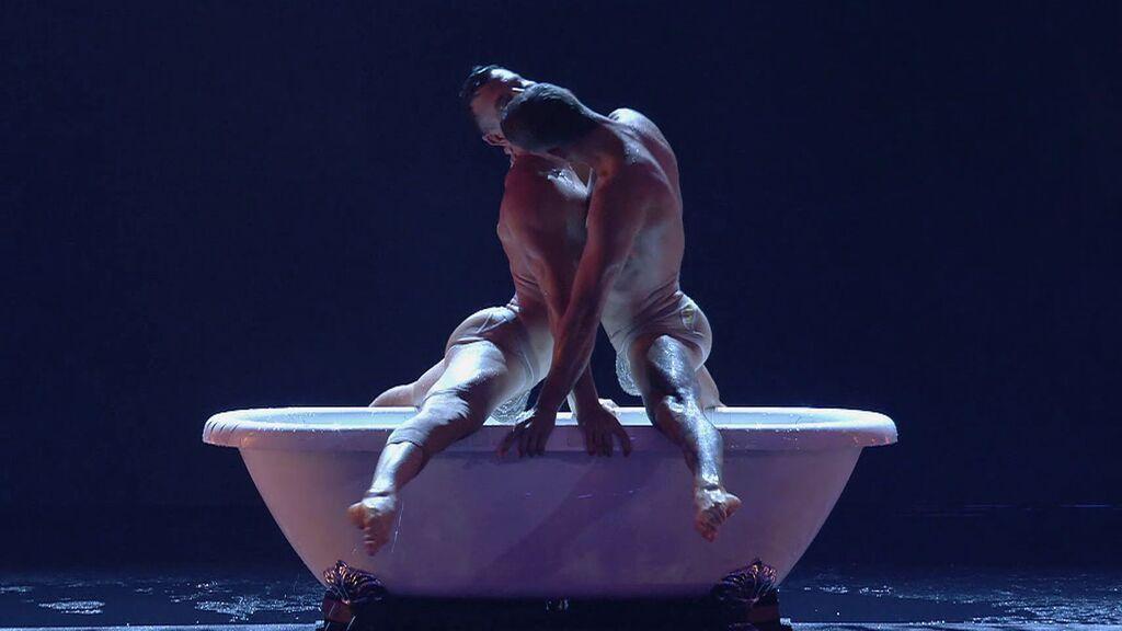 La hermosa y sensual coreografía de este dúo italiano