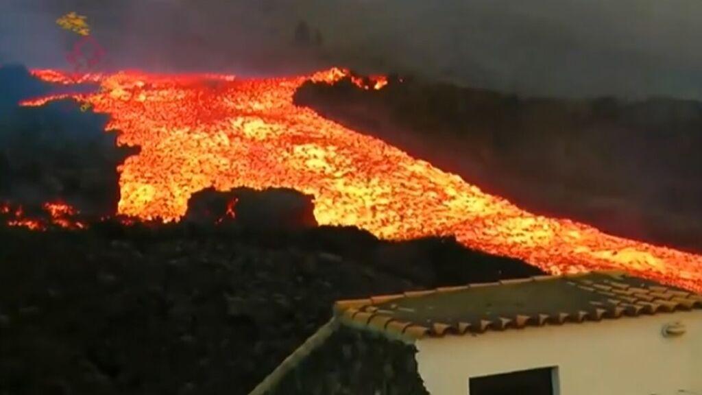 """""""Un tsunami de lava"""": así califican los técnicos la erupción del volcán de La Palma"""