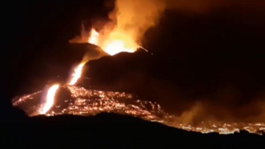 Un desbordamiento tras otro en el cono del volcán
