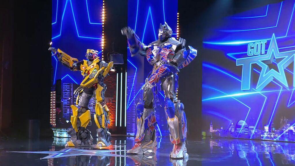 Dos Transformers bailan y perrean en Got Talent 2021