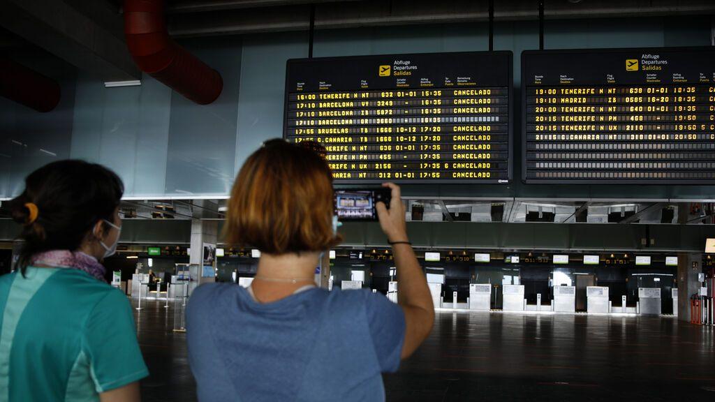 Cancelados 16 vuelos a La Palma debido a la nube de ceniza del volcán