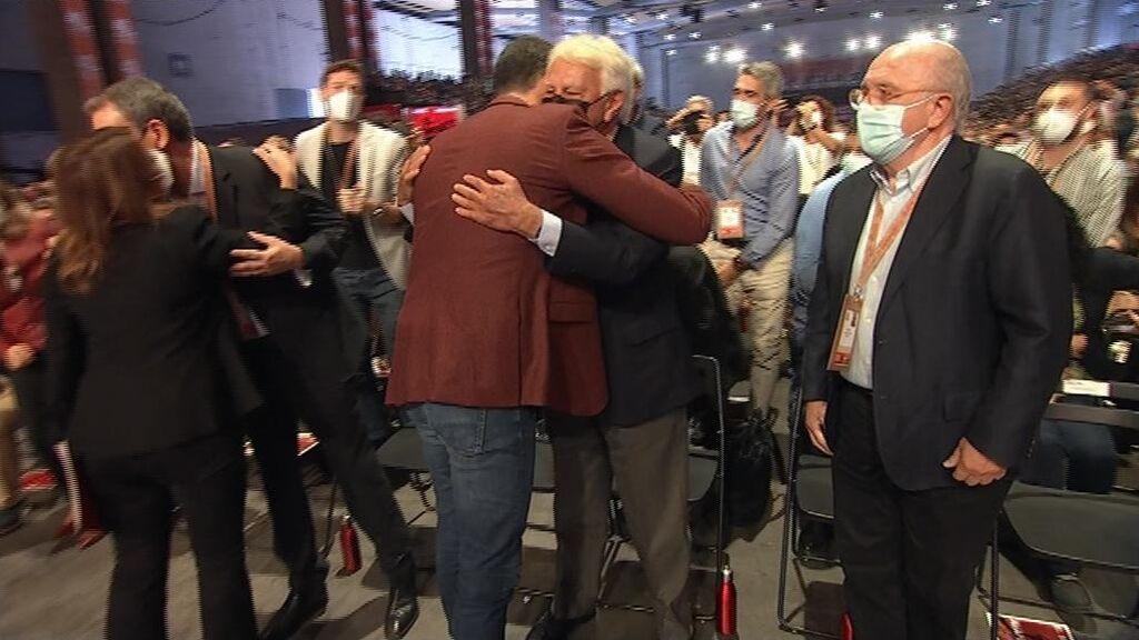 Ovación a González y Zapatero en la apertura del Congreso del PSOE en Valencia