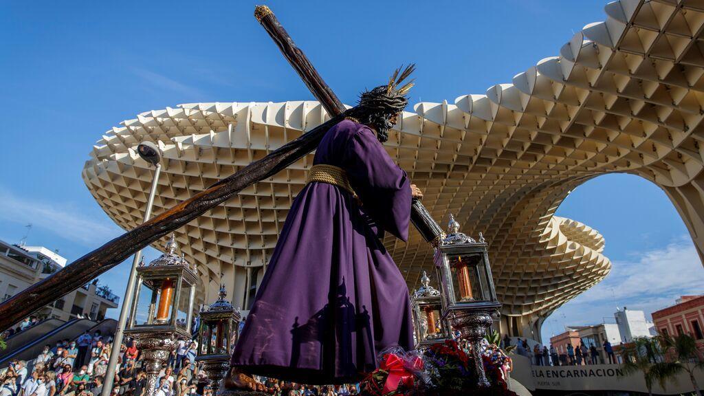 Sevilla ensaya su Semana Santa con el Gran Poder en la calle