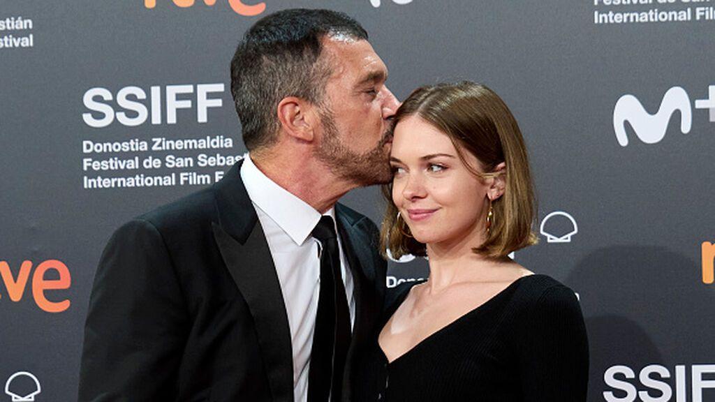 Antonio Banderas explica por qué su hija Stella se ha quitado el apellido de su madre, Melanie Griffith