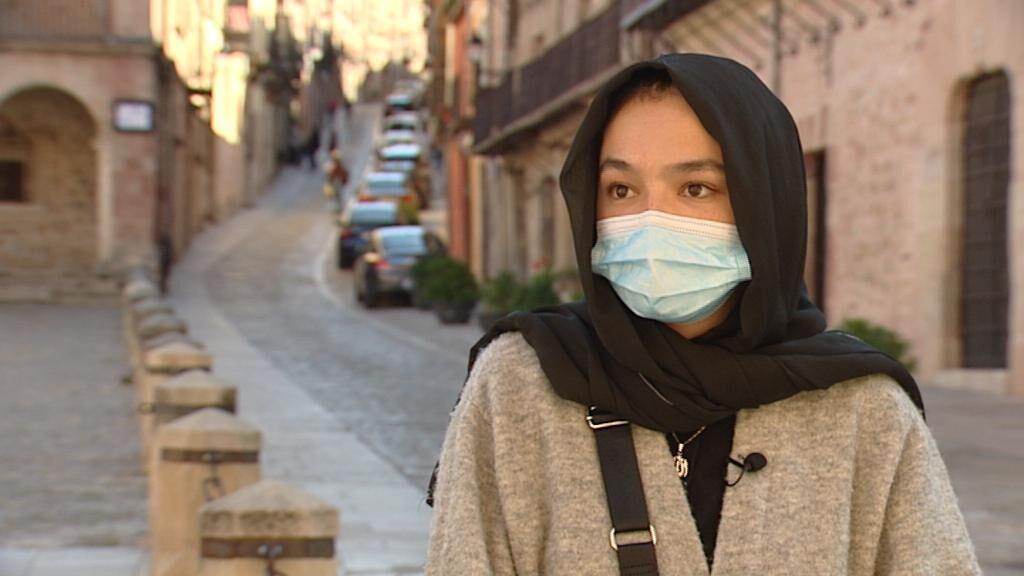 """Parwin, estudiante afgana recién llegada a España: """"No reconozcan a los talibanes, no son humanos"""""""