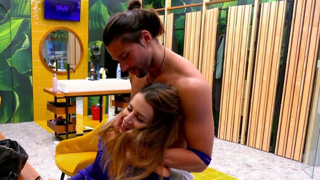 El sensual masaje de Luca Onestini a Cristina Porta: la pareja está cada vez más cerca
